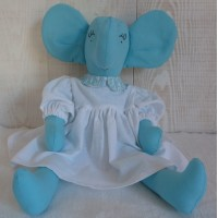 Eléphant bleu à robe blanche